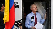 Assange hält sich seit mehr als zwei Monaten in der Londoner Botschaft Ecuadors auf.