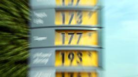 Premium-Sprit an der Zwei-Euro-Marke: Benzinpreis erreicht Rekordhöhe