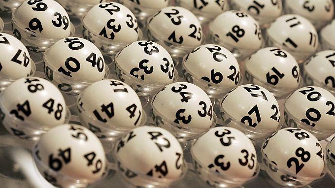 Die Wahrscheinlichkeit, beim Lotto den Jackpot zu knacken, ist verschwindend gering.