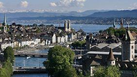 Nach der Liechtenstein-Affäre müssen Steuerhinterzieher fürchten, dass ihre illegalen Geschäfte bei Schweizer Banken auffliegen.
