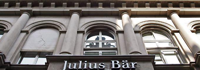 Reiche Kunden werden zur Belastung: Bank lässt Angestellte Negativzinsen zahlen