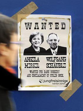 Ein Plakat der Jugendorganisation der Schweizer FDP zeigt Bundeskanzlerin Merkel und Finanzminister Schäuble als Kriminelle.