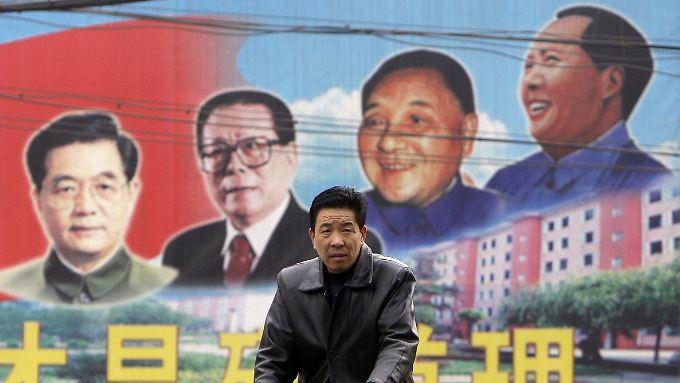 Ein Wandbild in der Stadt Gujiao zeigt die Staatschefs Hu Jintao, Jiang Zemin, Deng Xiaoping und Mao Zedong (v.l.).
