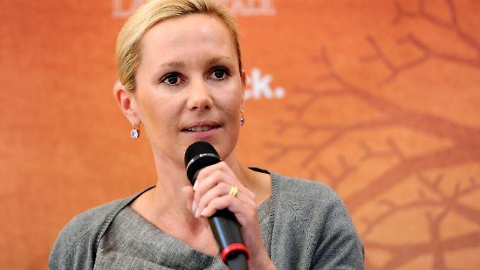 Der Erfolg als Buchautorin bleibt ihr verwehrt: Bettina Wulff erntet viel Häme und Kritik. Die meisten Deutschen finden es falsch, dass sie in ihrem Buch über Eheprobleme und das Krisenmanagement ihres Mannes berichtet.