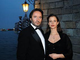 Seit dem fünften Brunetti-Film ist Uwe Kockisch in der Rolle des Commissario zu sehen. Seine Frau Paola wird von Julia Jäger gespielt.