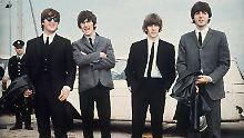 Die Beatles trugen am Anfang ihrer Karriere noch brav Anzug, Hemd und Krawatte.