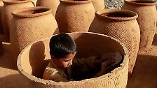 Ob Bordell, Steinbruch oder Armee: Das Geschäft mit der Kinderarbeit