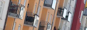 Häuserfassade in München: Günstige Wohnungen werden auch schon mal blind gekauft.