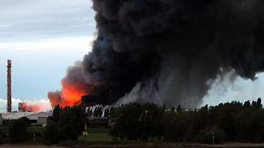 Rauchwolke erreicht Duisburg: Düngemittelfabrik steht in Flammen