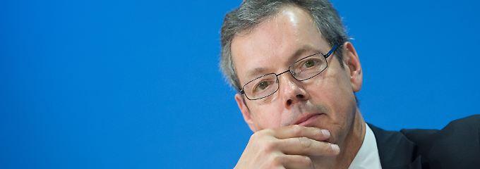Der Wirtschaftsweise Peter Bofinger sieht nun den Staat in der Pflicht, den Investitionsmotor anzuwerfen.