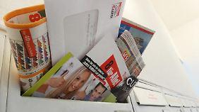 """Wenn der Briefkasten überquillt, hilft meistens schon ein """"Keine Werbung""""-Aufkleber."""