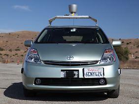 Insgesamt hat Google zwölf selbst fahrende Toyota Prius im Einsatz.