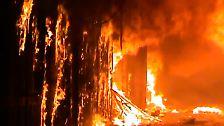 Der Basar geht in Flammen auf.