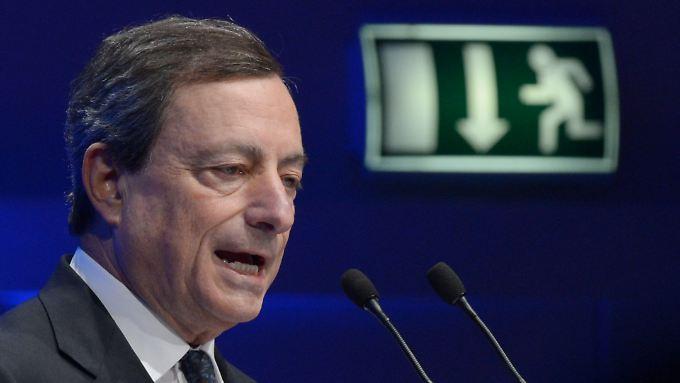 EZB-Chef Mario Draghi sorgt sich vor Inflation: Der Leitzins sinkt daher vorerst nicht weiter.