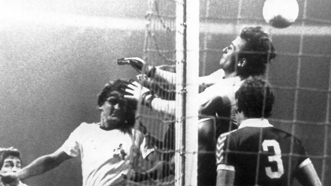 August 1977: Unvergessen sind Müllers sechs Tore beim 7:2-Erfolg über Werder Bremen.