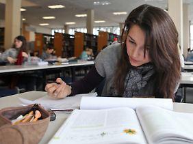 Studierende an der Uni Marburg. (Archivbild)