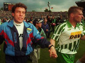 Hand in Hand: Uli Borowka und Otto Rehhagel im Jahr 1995.