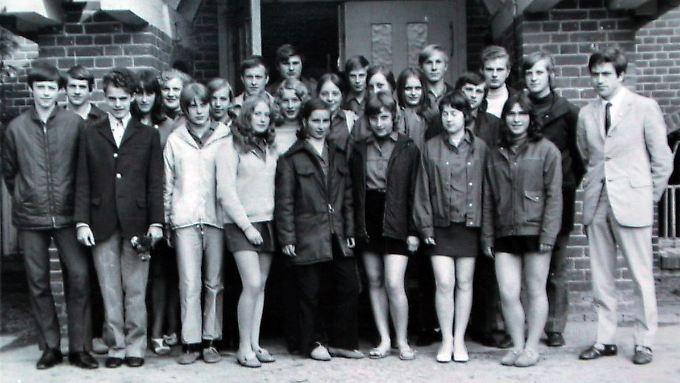 Angela Merkel, geborene Kasner (2. Reihe, Mitte, leicht verdeckt) mit ihren Schulfreunden aus der 10. Klasse der Polytechnischen Oberschule Templin (Archivfoto von 1971).