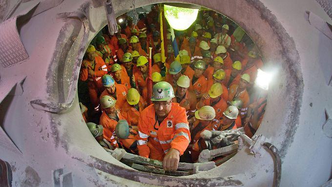 Durchstich beim Bau des Gotthard-Tunnels: Die Tunnelbohrer kommen aus Deutschland.