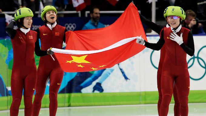 Unverhofft goldig: Chinas Shorttrackerinnen liefen zwar neuen Weltrekord, waren aber zunächst nicht die schnellsten gewesen.