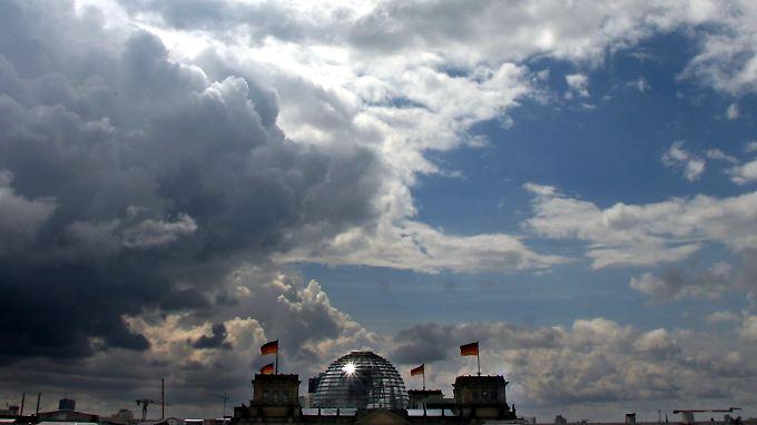 Immer mehr dunkle Konjunkturwolken auch über Deutschland.