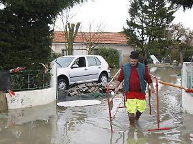 Chatelaillon sur Mer in der Nähe von La Rochelle in Westfrankreich steht unter Wasser.