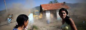 In der bulgarischen Stadt Maglizh wurden im September mehr als 30 illegal errichtete Häuser von Roma-Familien abgerissen.