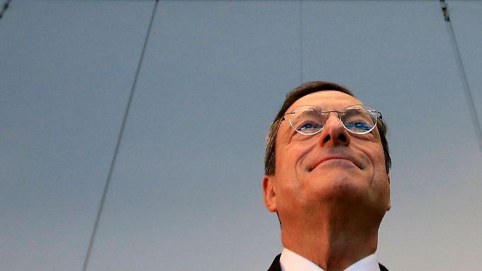EZB-Chef Draghi ist davon überzeugt, dass Käufe von Staatsamleihen angeschlagener Euro-Länder in der Schuldenkrise helfen können.