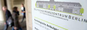 Die Polizei hat am Deutschen Herzzentrum Berlin die Krankenakten der infizierten Kinder sichergestellt.