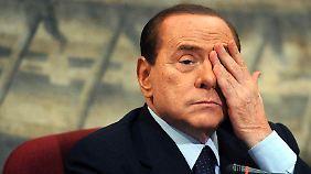 Der Fall Berlusconi: Anwälte spielen auf Zeit