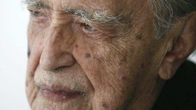 Oscar Niemeyer ist inzwischen hochbetagt.