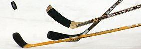 Eklat in der Eishockey-Verbandsliga: Spieler schlagen auf Fans ein