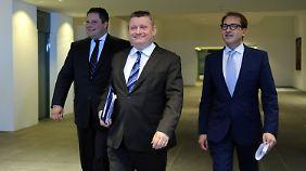 Zufriedene Mienen nach langen Verhandlungen: FDP-Generalsekretär Patrick Döring, CDU-Generalsekretär Hermann Gröhe und CSU-Generalsekretär Alexander Dobrindt (l-r).