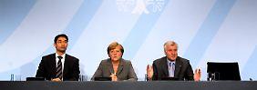 Kanzlerin Merkel, mit FPD-Chef Rösler (l.) und CSU-Chef Seehofer.