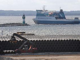 Die Rohre liegen für die Nord Stream Gasleitung bereit.