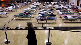 Eine Notunterkunft für Obdachlose in einer Schule in New Jersey.
