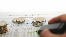 Vor allem Aktien sollten in jedem Sparplan eine Rolle spielen, empfehlen Finanzprofis.