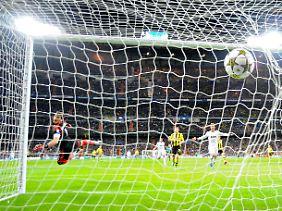 Mit Schmackes in den Winkel: Marco Reus erwischte den Ball beim 1:0 optimal, auch wenn der Ball nicht völlig unhaltbar schien für Real-Keeper Iker Casillas.
