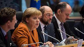 Angela Merkel bei den EU-Parlamentariern.