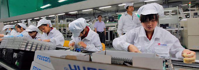 Angestellte von Foxconn im Lunghua-Werk in Shenzhen, China.