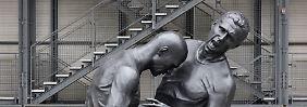 So viel zum Thema Kopfnuss: Statue vor dem Centre Pompidou in Paris.