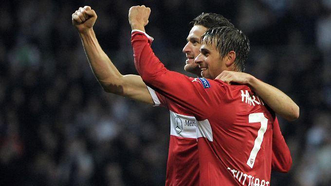 Christian Gentner und Martin Harnik freuen sich über den zweiten Treffer.