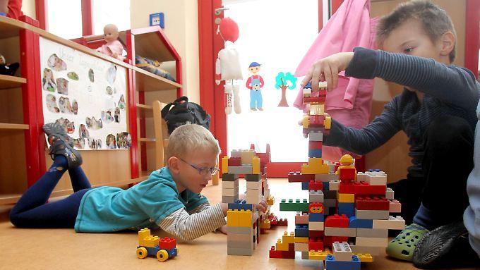 Das Betreuungsgeld für Eltern, die ihre Kinder zu Hause erziehen, ist umstritten.