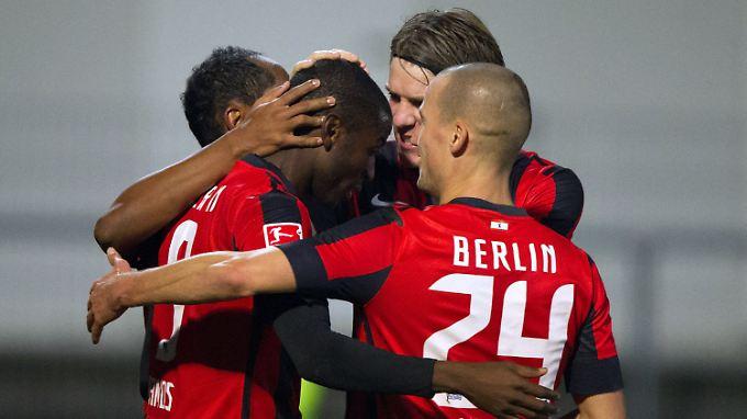 Freude bei den Hertha-Spielern. Die Berliner haben die 1. Bundesliga fest im Blick.