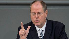 Der designierte SPD-Kanzlerkandidat Peer Steinbrück spricht im Bundestag in Berlin.