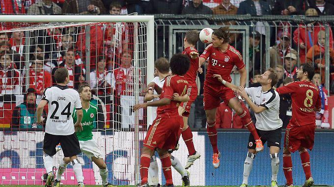 Daniel van Buyten traf nicht für den FC Bayern, zum Sieg über Frankfurt reichte es dennoch.