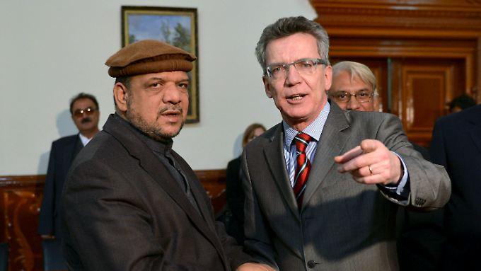 De Maizière mit dem 1. afghanischen Vizepräsidenten Mohammed Qasim Fahim (li.).