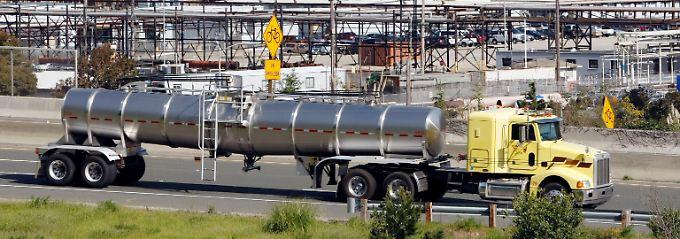 Bei Chevron in Kalifornien: Hier entsteht ein Großteil des Sprits für die Verbrennungsmotoren an der Westküste.
