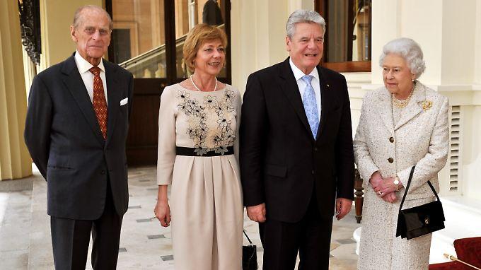 Joachim Gauck und Daniela Schadt beim britischen Königspaar.