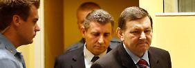 Der Internationale Strafgerichtshof spricht Mladen Markac (r) und Ante Gotovina (dahinter) frei.